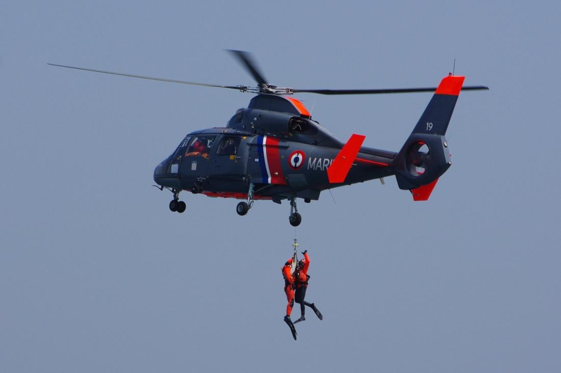 [ Aéronavale divers ] Hélicoptère DAUPHIN - Page 3 Dauphi16