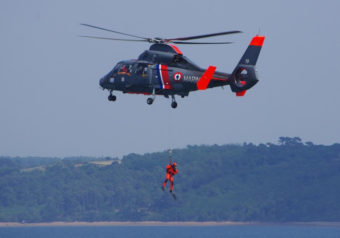 [ Aéronavale divers ] Hélicoptère DAUPHIN - Page 3 Dauphi14