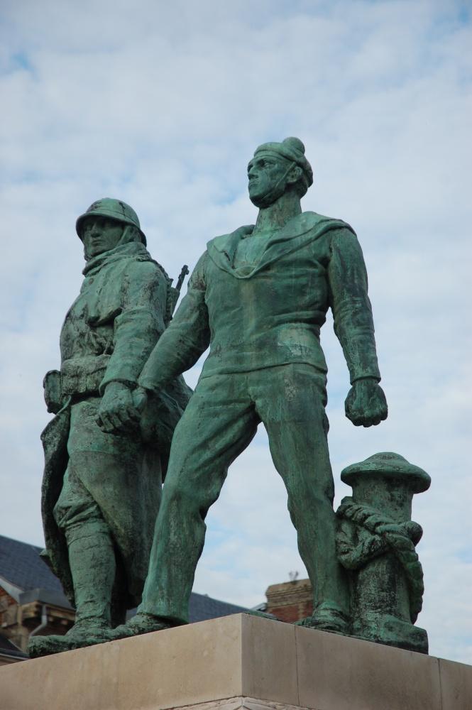 [Histoires et Histoire] Monuments aux morts originaux Français Tome 1 Dsc_0317