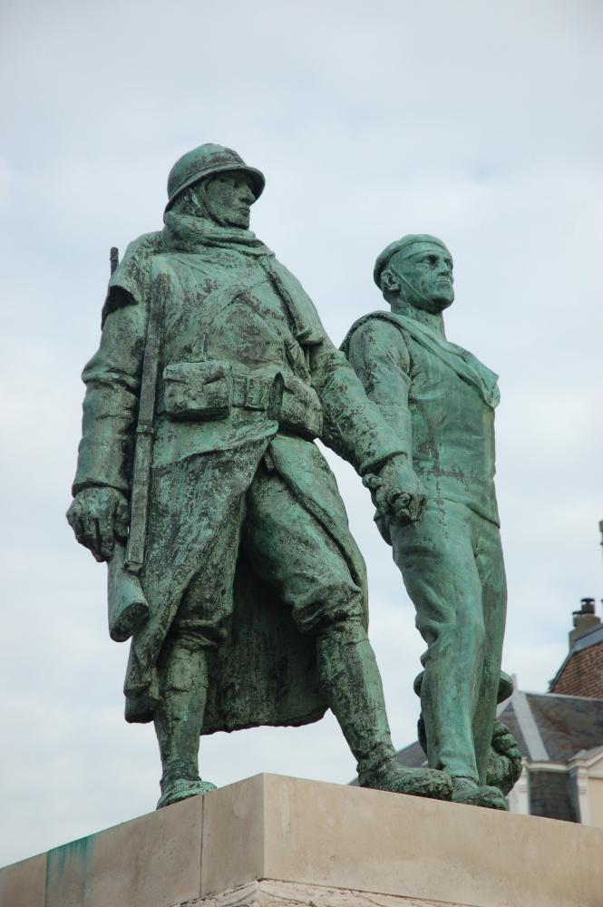 [Histoires et Histoire] Monuments aux morts originaux Français Tome 1 Dsc_0318