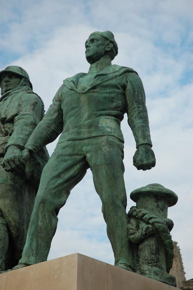 [Histoires et Histoire] Monuments aux morts originaux Français Tome 1 Dsc_0319